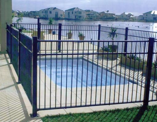 LOVELY POOL SAFE FENCE PREVENTS DROWNING